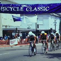 bicycle race winds through downtown Natchez
